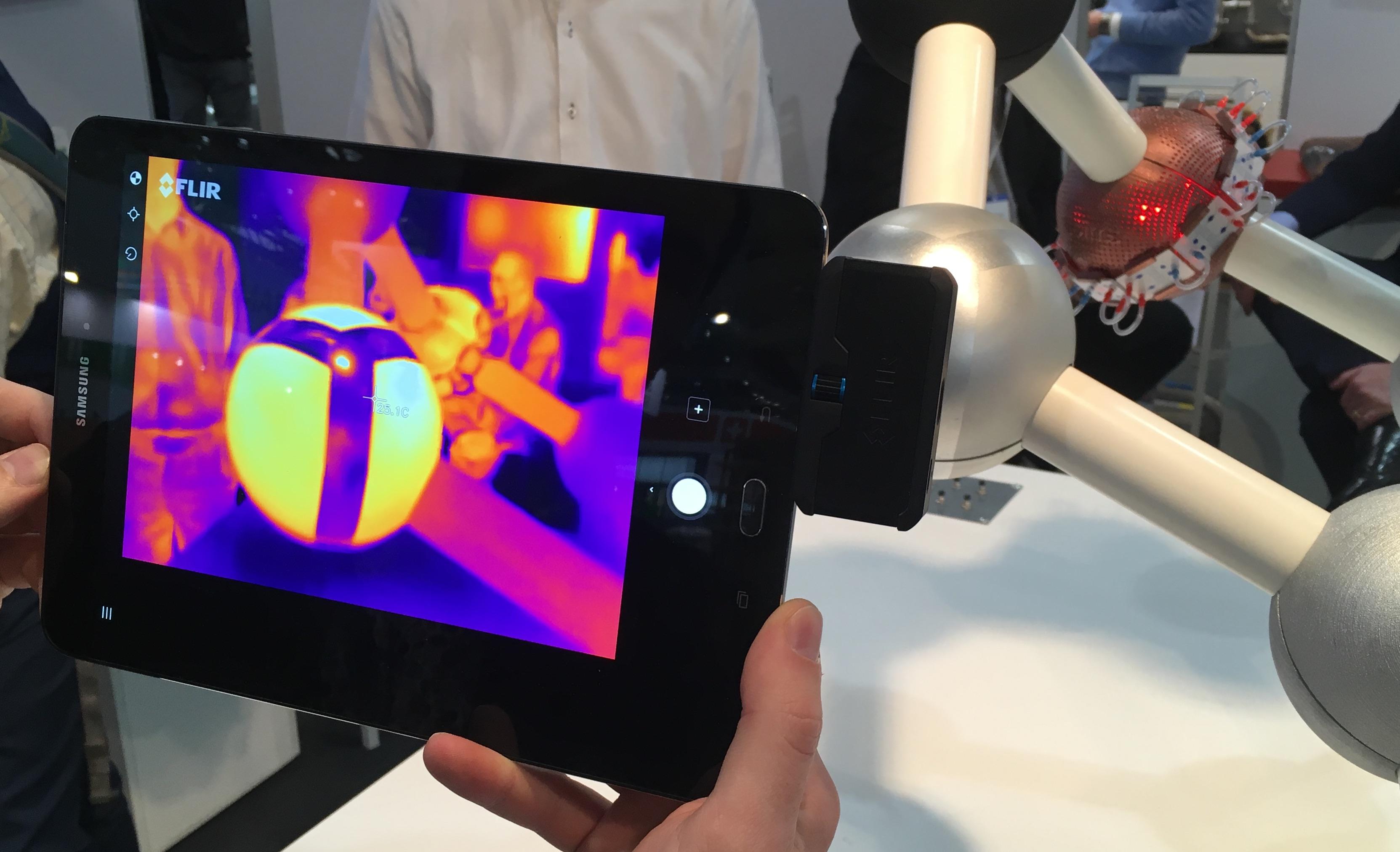 Traitement de surfaces et différences d'émissivité mises en évidence par une caméra IR.