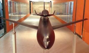 Maquette de soufflerie du SOAR sur son avion porteur