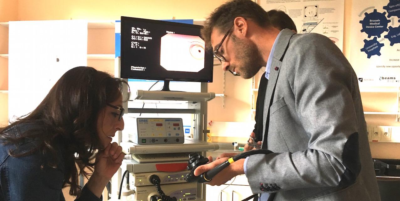 Fadila Laanan, Secrétaire d'Etat bruxelloise à la Recherche et le Dr Vincent Huberty, Hôpital Erasme, ULB.