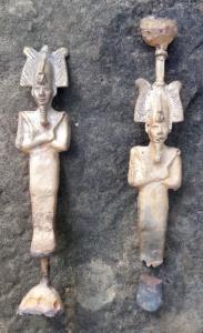 Reproductions de statuettes d'Osiris.