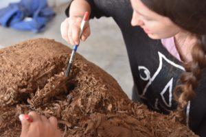 Déballage d'une momie découverte sur le site de Pachacamac/ Mission Ychsma / ULB © ULB-CReA-Patrimoine