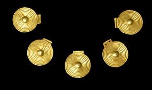 Parure en or retrouvée dans la Lesse, Age du Bronze final. © G. Evrard