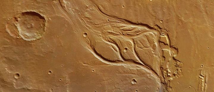 """""""Osuga Valles"""": écoulements à la surface de Mars observés par la sonde européenne Mars Express en 2013 © ESA/DLR/FU Berlin"""