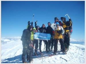 En 2013, des médecins et des patients greffés accompagnent au sommet du Mont-Blanc Nicolas Verlaine, président du Fonds Carine Vyghen pour le don d'organes