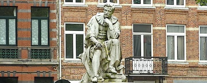 Statue de Jean-Baptiste Van Helmont, place du Nouveau Marché aux Grains à Bruxelles