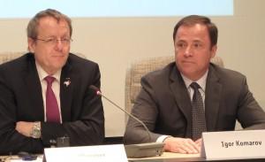 Johann-Dietrich Wörner (ESA) et Igor Komarov (Roscosmos).