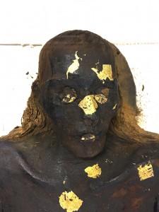 Tête de la momie égyptienne d'époque romaine du MRAH.