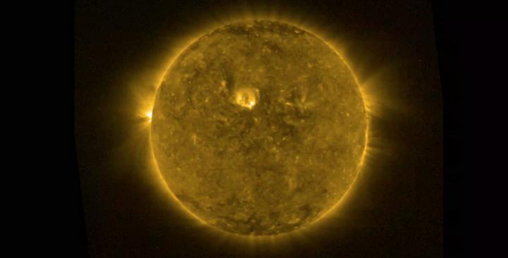 Le Soleil vu dans le rayonnement UV.