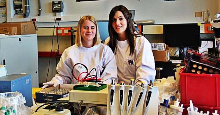 A l'HELMO, Justine Courtois et Catherine Bertholet tentent de mieux cerner les  protéines à l'origine des allergies alimentaires.